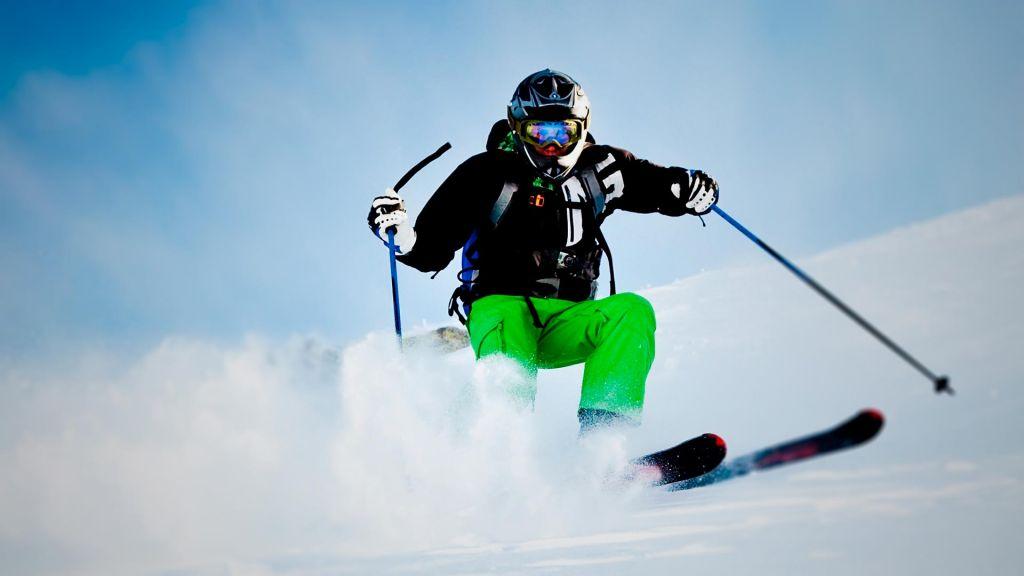 98b0e4578a3 La llegada de las primeras nieves a las montañas de nuestra Sierra Nevada  marca cada año el inicio de los deportes de invierno en Granada.